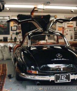 Bat wing doors car garage