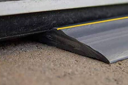 Run the floor seal all the way to the end to avoid gaps. Now rubber can fill unusually large gaps.