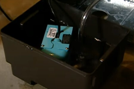 Remove the dehumidifier water using the pump
